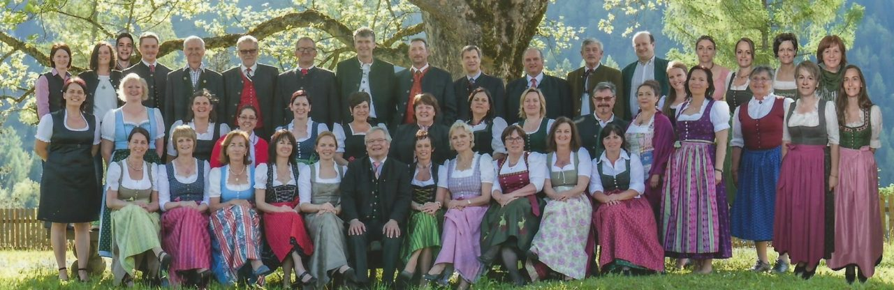 cropped-gruppenfoto.jpg